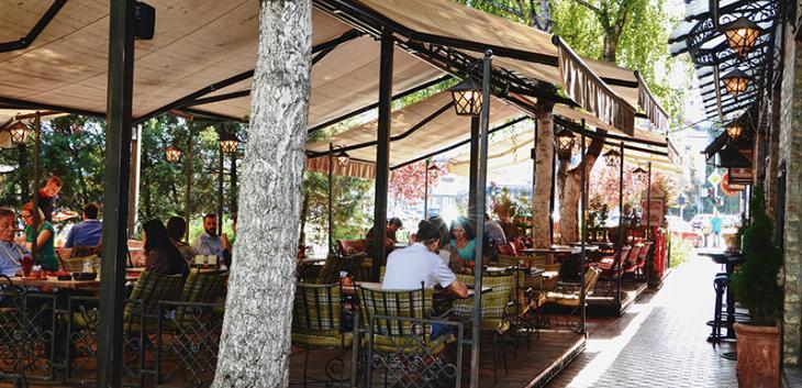 Bašte kafića mogu da rade do 1 čas iza ponoći svaki dan